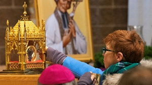 Over 700 People Venerate St. John Vianney Relic in Gales Ferry